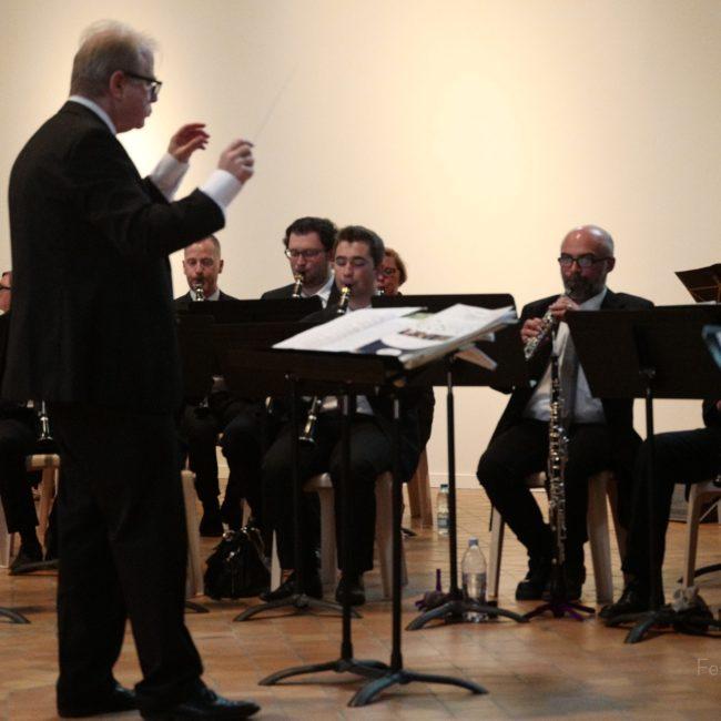 Jeune Ensemble Harmonique sous la direction de Denis Simándy